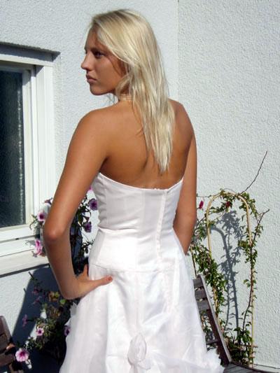 FN73203 Ivory Klänning i siden med ros