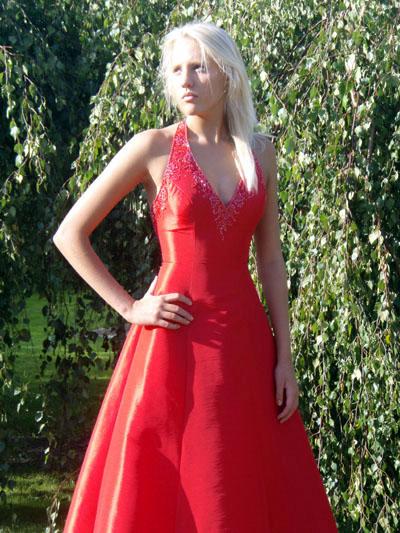 PD2421 Röd , Lila , Corel Klänning i siden med pärlbrodyr